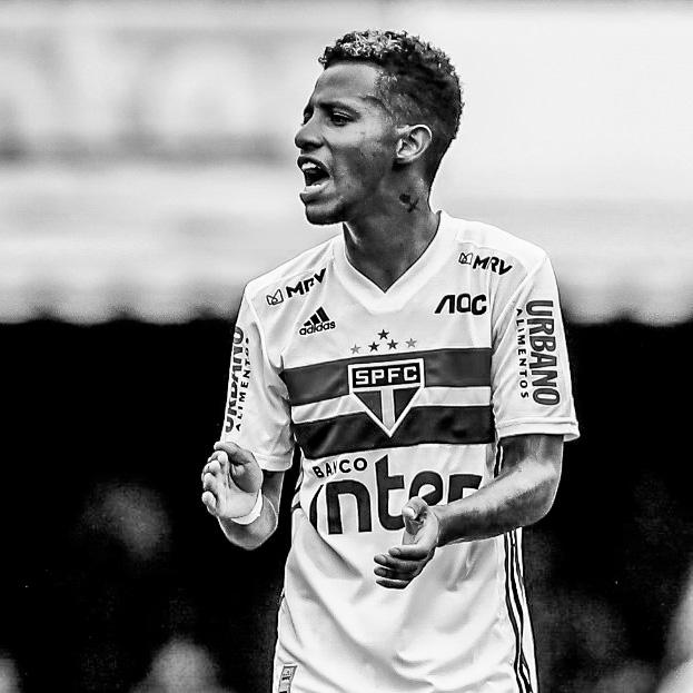 Danilo das Neves Pinheiro, 27 anos, meio-campo, campeão brasileiro. instagram.com/tchetche twitter.com/tchetche facebook.com/danilonevestchetche