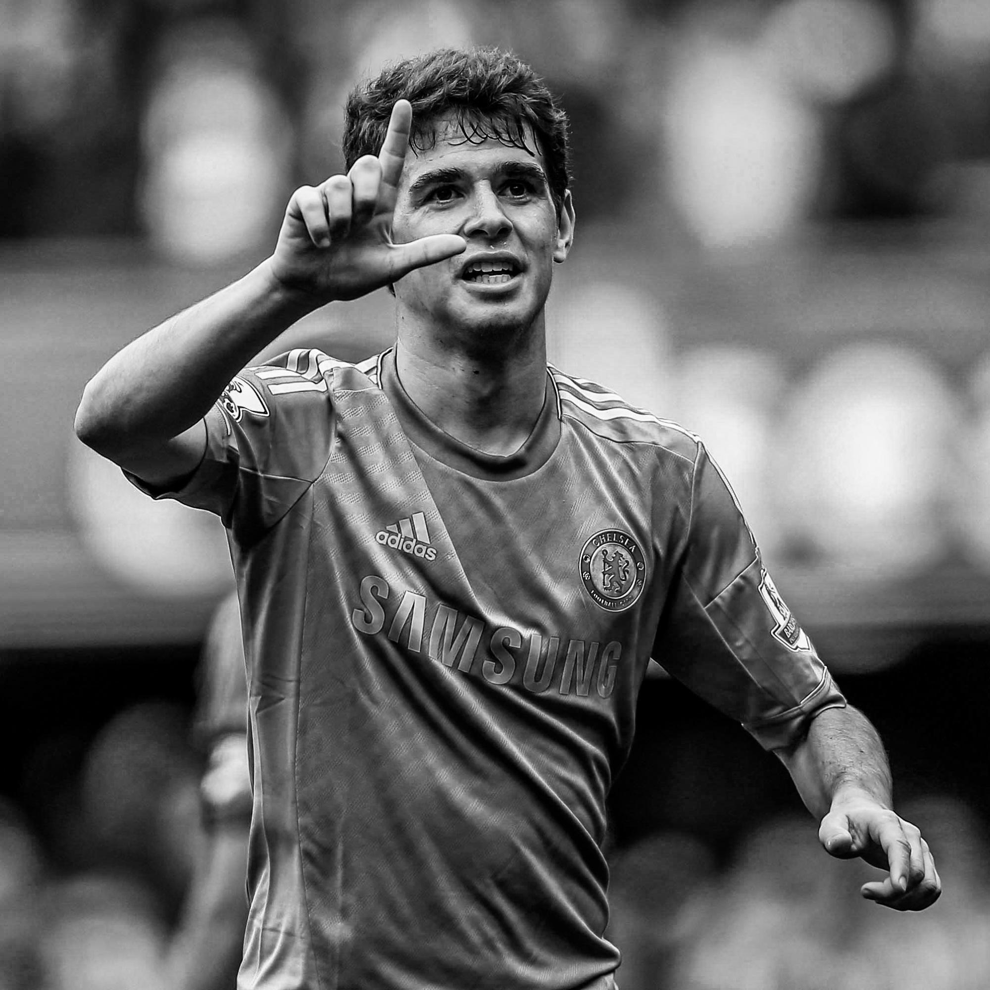 Oscar dos Santos Emboaba Júnior, 28 anos, meio-campo. Multicampeão pelo Chelsea FC, campeão mundial sub-20, campeão chinês e seleção FIFA World Cup 2014. instagram.com/oscar_emboaba twitter.com/oscar8 facebook.com/oscaroficial oscaroficial.com